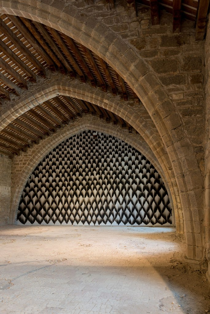 Lagrasse, Pyrénées postmodernNarbonneFire art