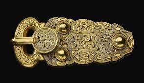 Purse buckle, gold, c 6th century, Sutton Hoo, Suffolk, British Museum.