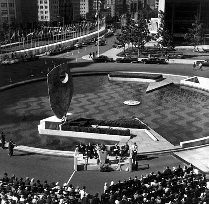 Barbara Hepworth, Single Form, 1961-64, bronze 300cm, New York..Hepworth speaking at the unveiling in June 1964.